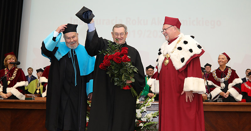 obrazek wiadomości: Prof. Norman Davies with doctor honoris causa of the Nicolaus Copernicus University